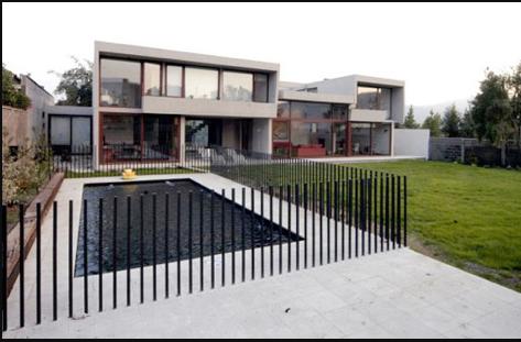 pagar pembatas kolam renang
