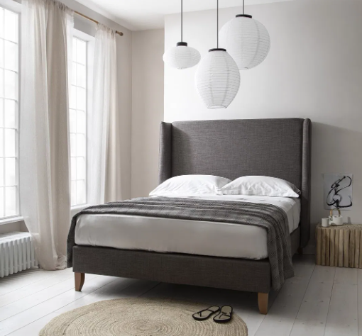tempat tidur minimalis monokrom