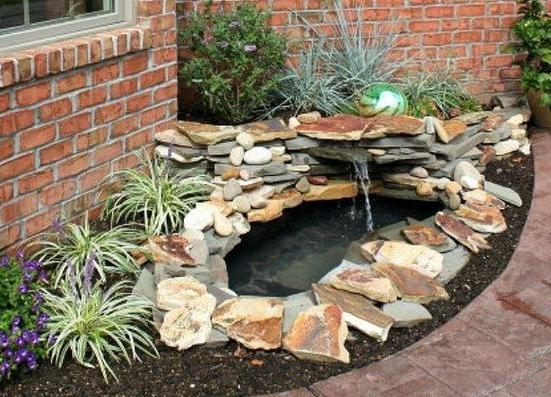 inspirasi kolam ikan minimalis depan rumah