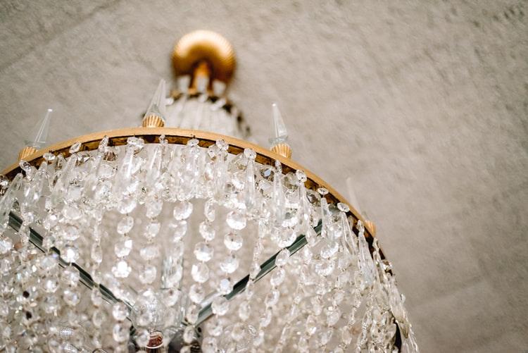 Jasa Pemasangan Dan Service Lampu Kristal