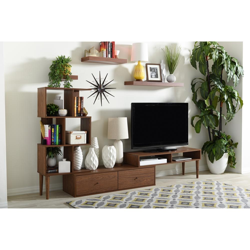 ruang tv dengan tanaman