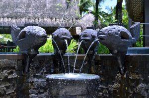 6 desain air mancur taman cantik untuk hunian | blog qhomemart