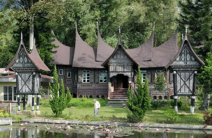 Keunikan Rumah Gadang Rumah Adat Minangkabau Blog Qhomemart